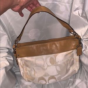 Auth Coach Hobo purse tan/cream cavas& leather